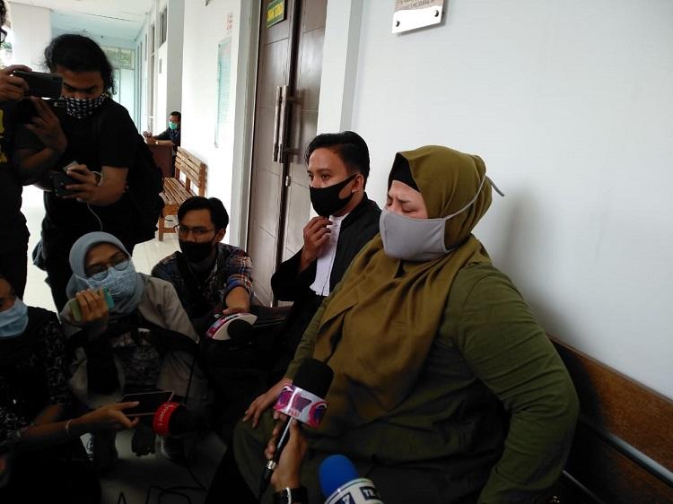 Putri Elvi Sukaesih Kecewa Suami di Hukum 5 Tahun Karena Sabu-Sabu