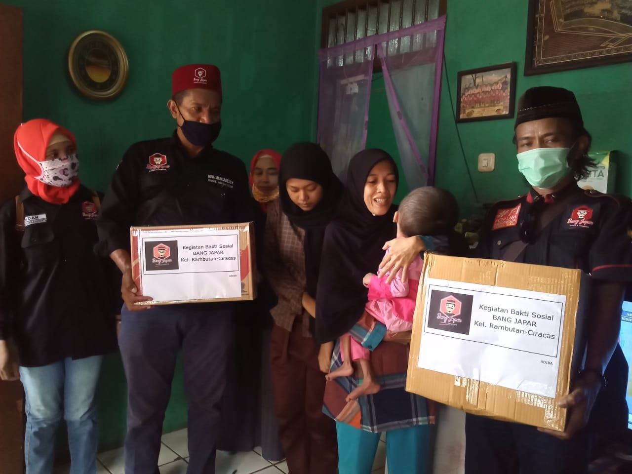 Ormas Bang Japar Komcam Ciracas Bagikan Sembako Gratis kepada Warga Miskin