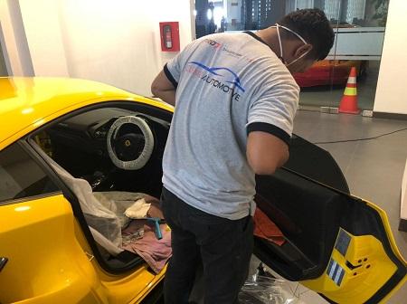 Clemz Automotive Bersama Johan Humardani Sukses Memasang Kaca Film Di Mobil Sport Ferrari