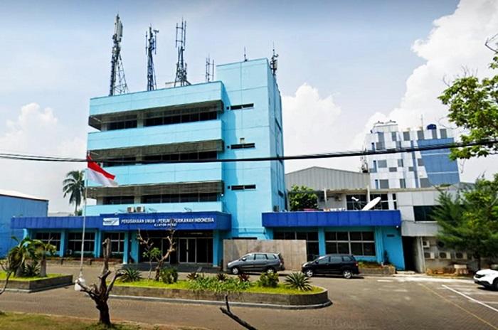 Personil IAD Kejaksaan Negeri Jakarta Timur Berikan Sembako Kepada Warga
