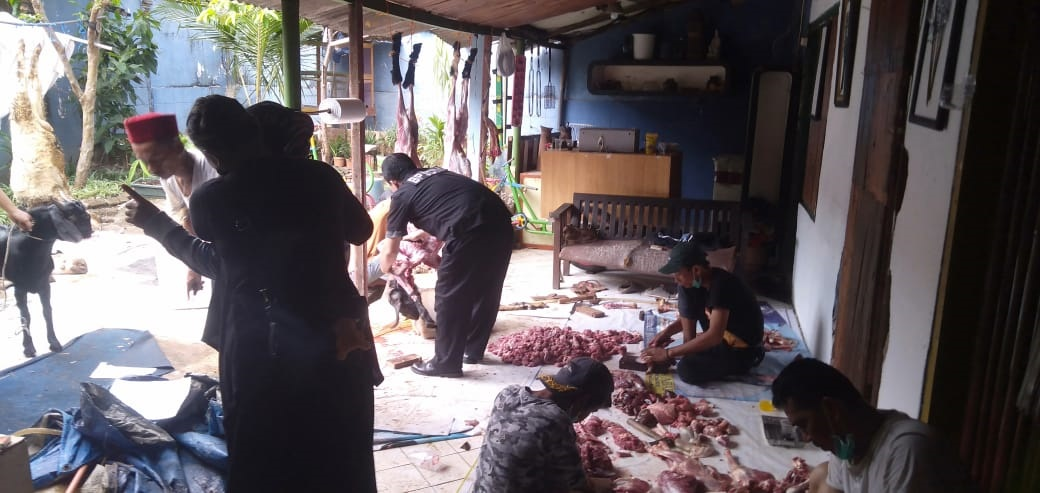 Yayasan Pemberdayaan Rakyat Miskin (YPaRaM) Distribusikan Daging Qurban