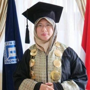 Rektor Institut Tazkia Dr. Murniati Mukhlisin, M.Acc, CFP: