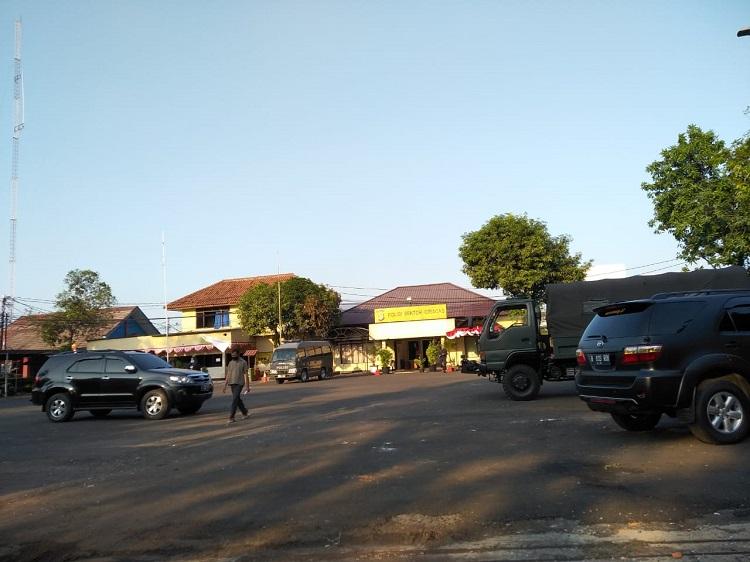Amankan Polsek Ciracas Personil TNI disiagakan Pasca Diserang Orang Tak dikenal