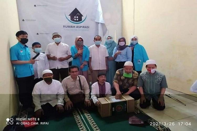 Partai Gelora Berbagi 200 Al Quran Braile kepada Penyandang Disabilitas Tuna Netra