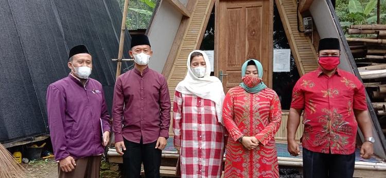 Istri Bupati Semarang Kunjungi Santri Lansia di Ponpes Kasepuhan