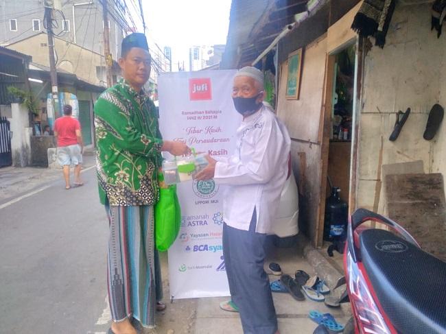 Ramadhan Bahagia Jufi Salurkan 125 Paket Pangan Lebaran dan 200 Paket Takjil