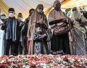 Laznas PPPA Daarul Quran Bantu Keluarga Almarhum Maaher At-Thuailibi Rp. 1 Milyar lebih