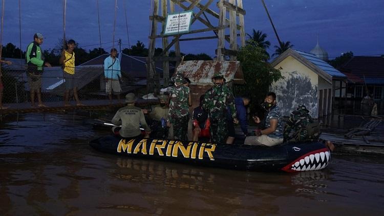 Korps Marinir Diterjunkan Ketitik Banjir Kabupaten Banjar Kalsel