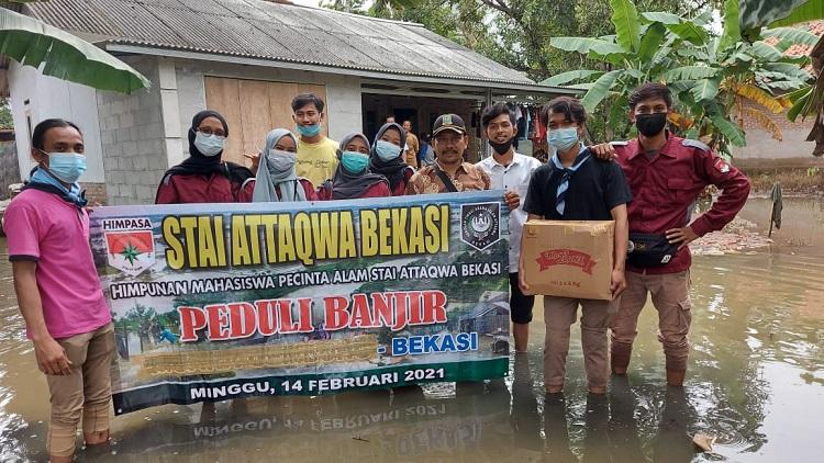 Mahasiswa STAI Attaqwa Bekasi Salurkan Donasi Bantuan Warga Korban Banjir