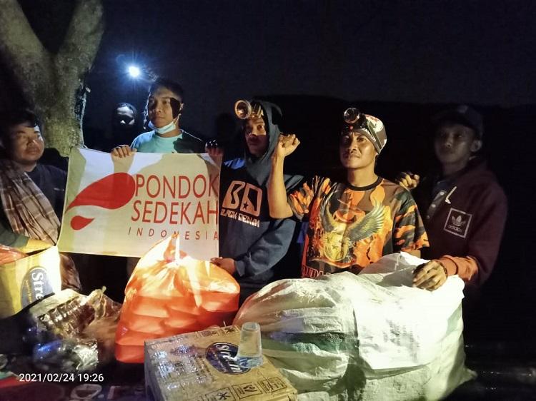 Partai Gelora Kolaborasi dengan Slankers dan Pondok Sedekah Bantu  Korban Banjir di Bekasi